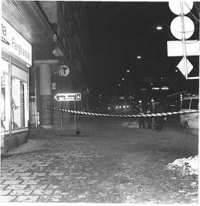 De pijl markeert de plaats van de moord op Palme. Foto: politie Zweden.